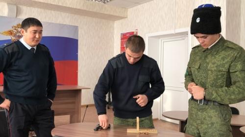 «Калаш», «макар» и экскурс в историю: в верхнеуральском отделе полиции высадился «Студенческий десант»
